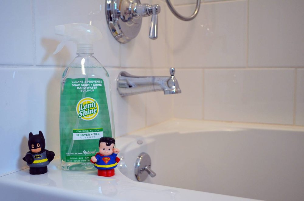 kids-bath-cleaning-lemi-shine