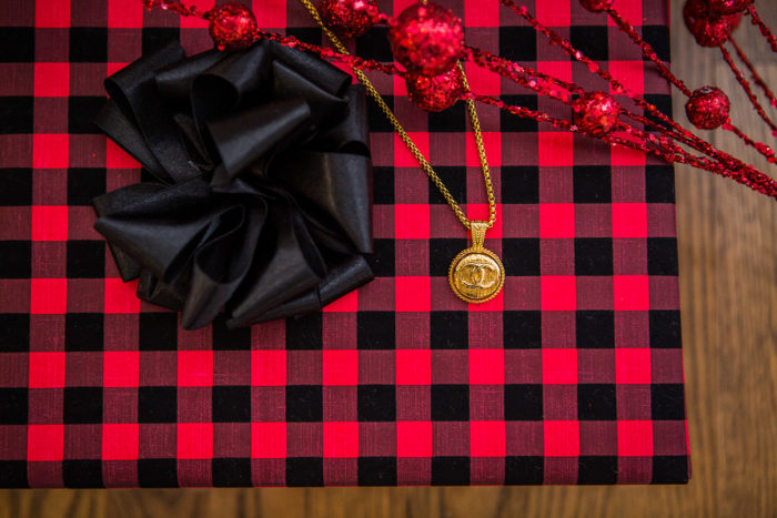 5 Days of Very Merry Holiday Giveaways: Harper J Vintage by popular Michigan fashion blog, The HSS Feed: image of a Harper J Vintage Chanel necklace.
